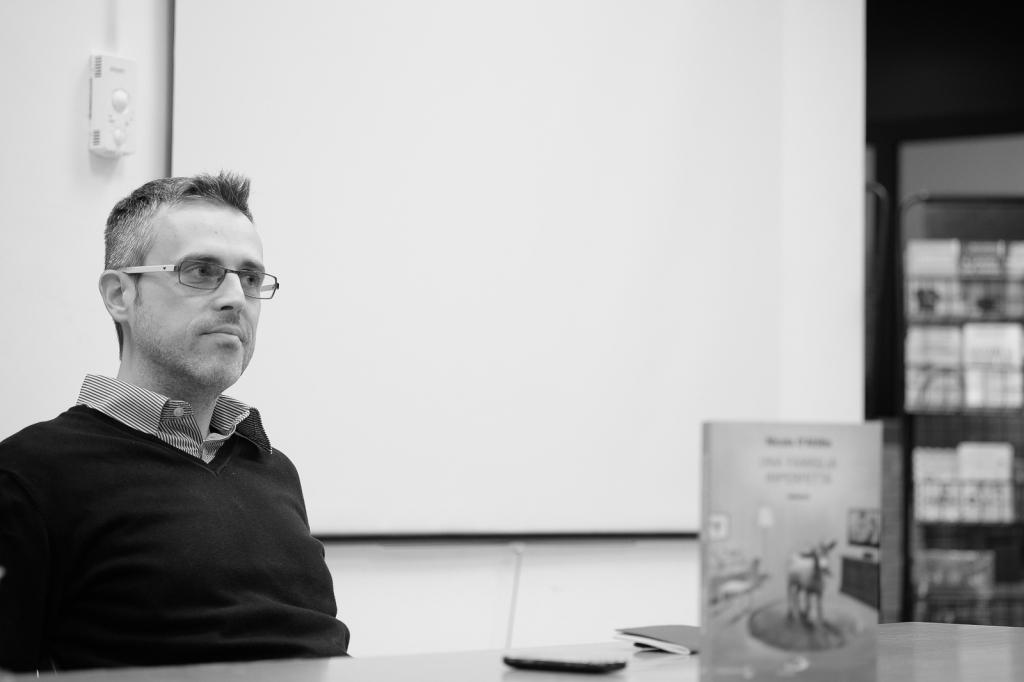 Nicola D'Attilio, durante la presentazione di Una famiglia imperfetta presso la Bottega di narrazione